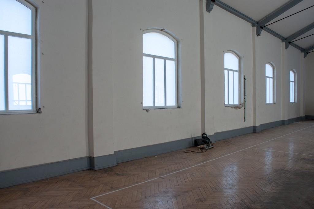 Einbau der neuen Hallenfenster in der ETSV Halle am 16.07.2014.