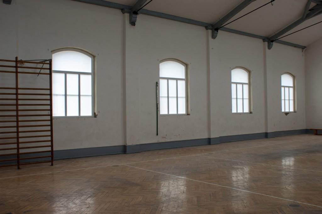 Innenansicht der ETSV Halle mit neu eingebauten Hallenfenstern am 20.07.2014.