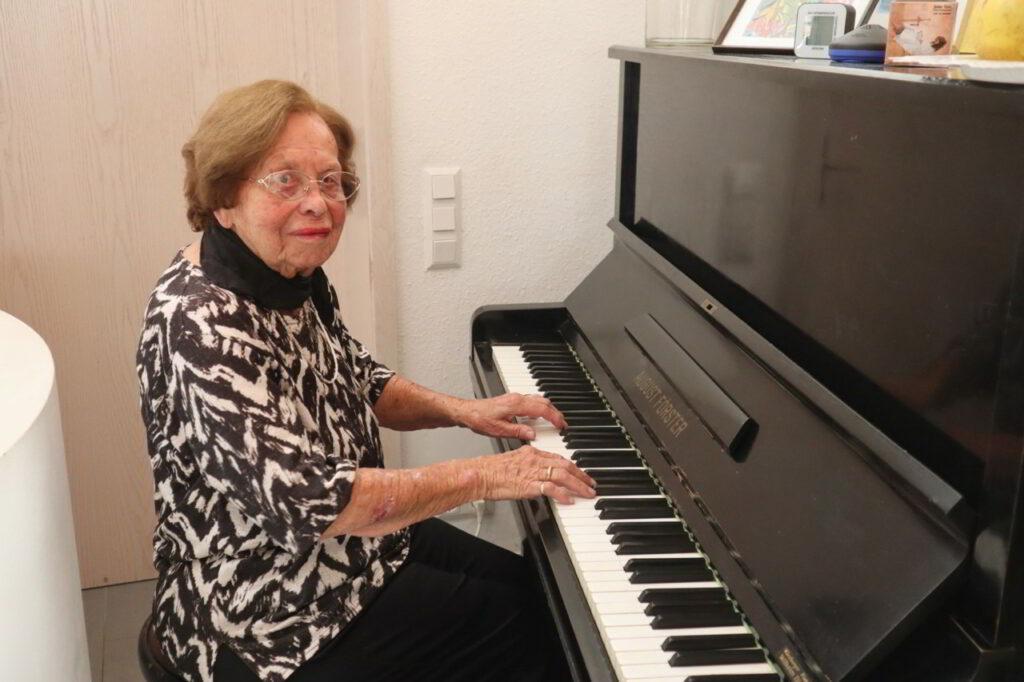 Höhepunkt des Abends: eine Klaviereinlage – gespielt von der Jubilarin.